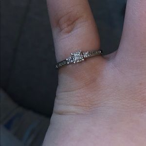 Size 7.5 Zales 10k White gold & Diamond Ring